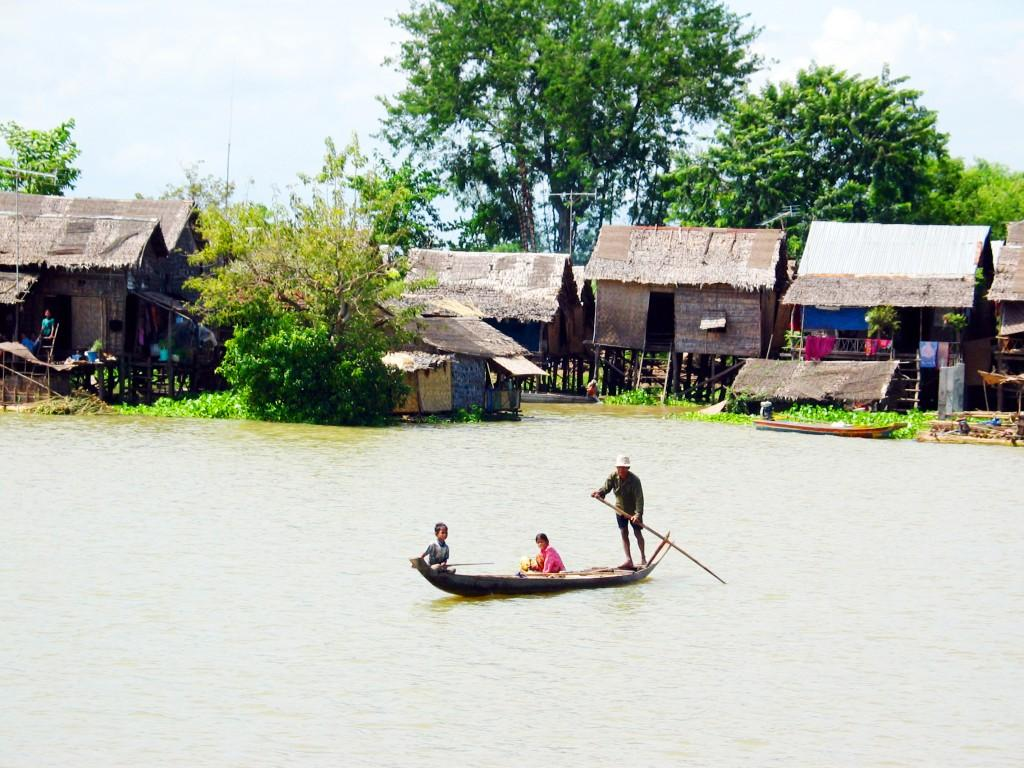 Cambodia Life on Tonle Sap 1024x768 - LAOS – KAMBODŻA: wyprawa szlakiem kuchni laotańskiej i khmerskiej