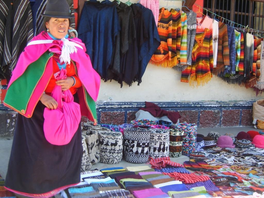 Highlands indigenous market 1024x768 - EKWADOR i rejs po GALAPAGOS