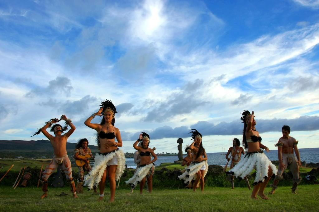 Isla de Pascua baile 1024x683 - CHILE: Parki Narodowe + niezwykła WYSPA WIELKANOCNA: wyprawa marzeń na Festiwal Tapati