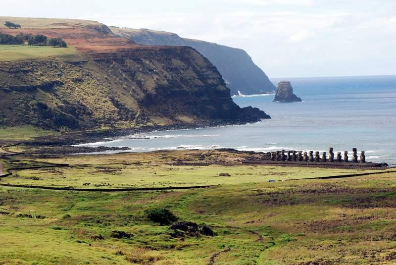Rapa Nui Moai 2 - CHILE: Parki Narodowe + niezwykła WYSPA WIELKANOCNA: wyprawa marzeń na Festiwal Tapati