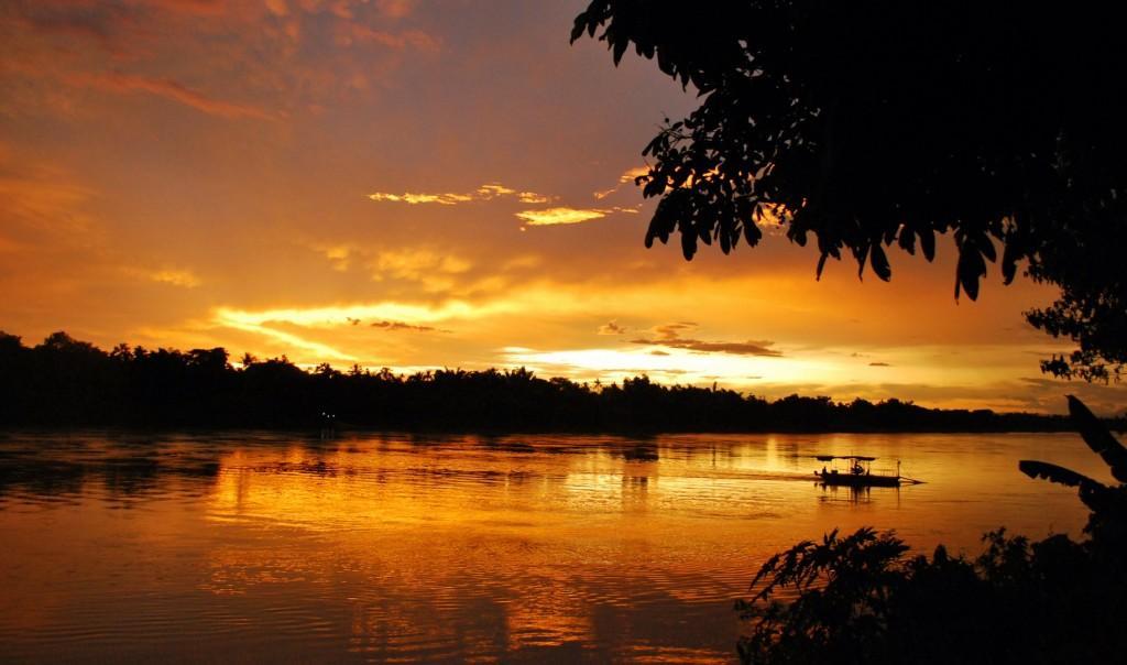 Sunset on Mekong River Vientiane 1 1024x604 - TAJLANDIA – KAMBODŻA: wyprawa na Festiwal wodny Bon Om Touk