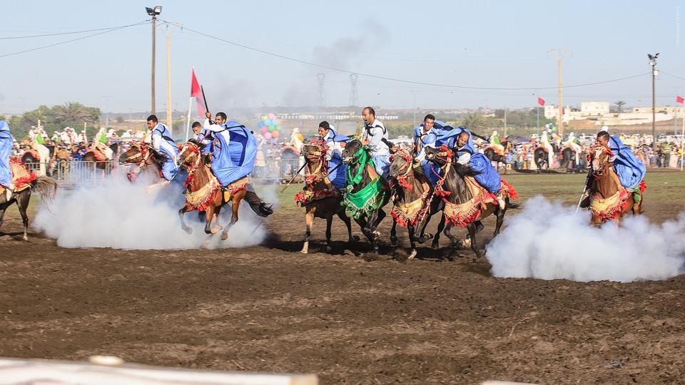 berberska szarża konna festiwal roz - MAROKO - wyprawa pełna orientu + Festiwal Róż