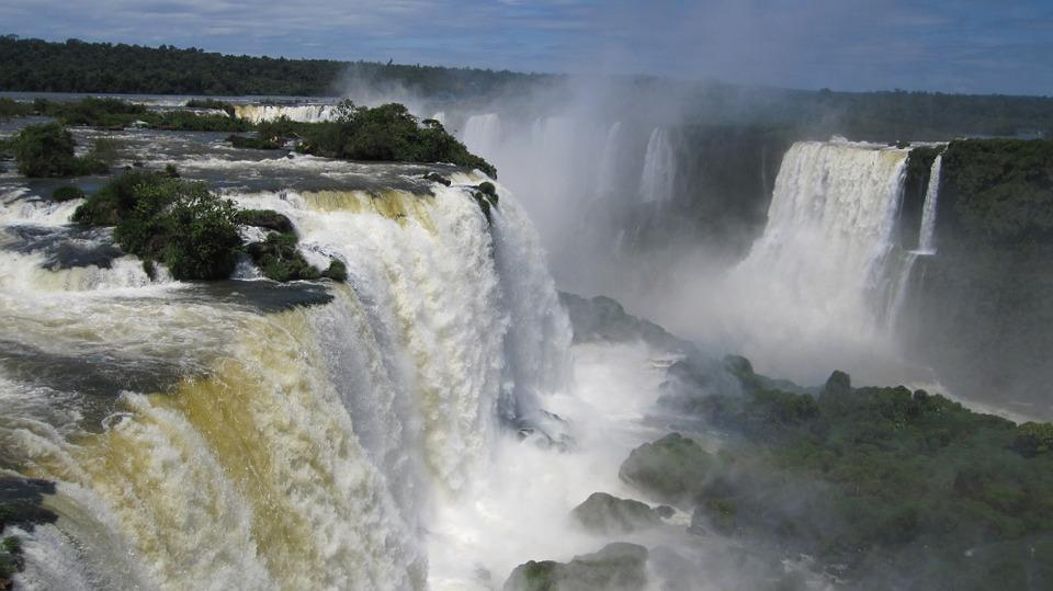 iguazu waterfalls 377990 960 720 - BRAZYLIA z Amazonią, Foz do Iguazu i Pantanalem - wycieczka