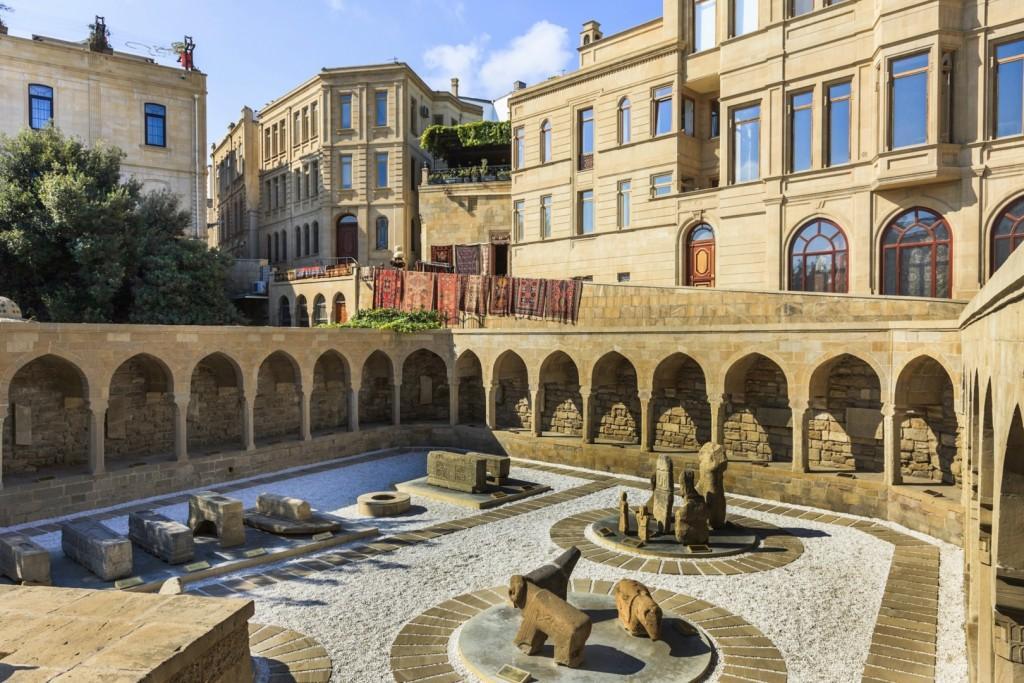 stock photo 19523036 ichari shahar old town baku azerbaijan archeology display 1024x683 - AZERBEJDŻAN – wyprawa do krainy wiecznego ognia