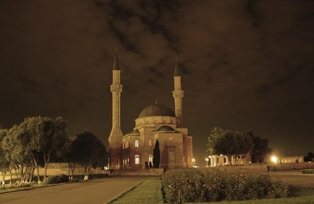 stock photo 2058852 mosque with two minarets in baku azerbaijan at sunset 1024x666 - AZERBEJDŻAN – wyprawa do krainy wiecznego ognia