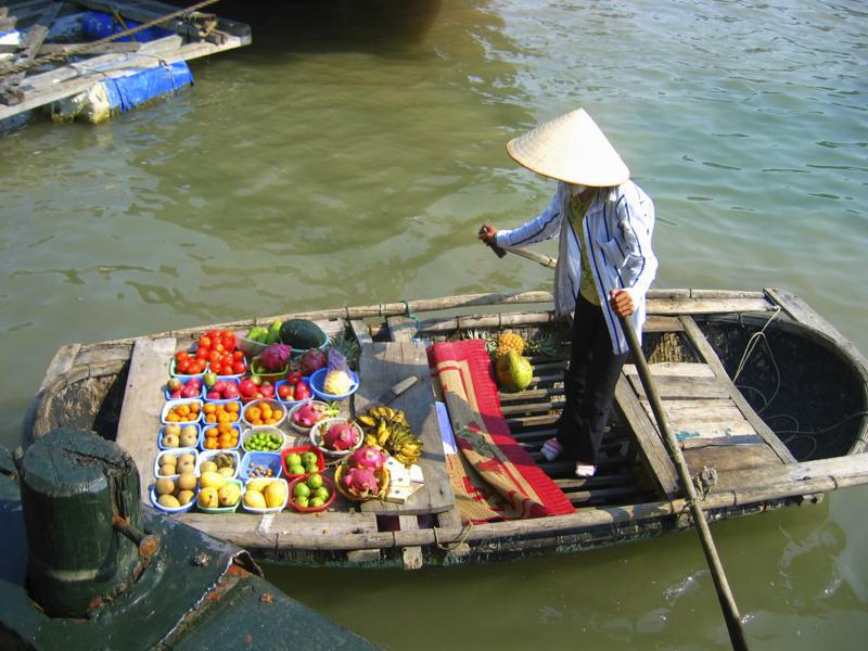 stock photo 2091472 vietnam floating market 1 - WIETNAM: wyprawa szlakiem smaków orientu