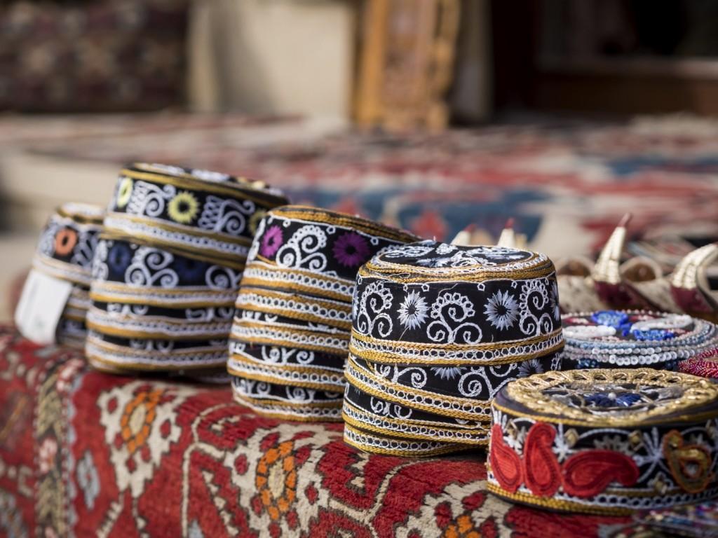 stock photo 33750908 azerbaijani hats 1 1024x768 - AZERBEJDŻAN – wyprawa do krainy wiecznego ognia