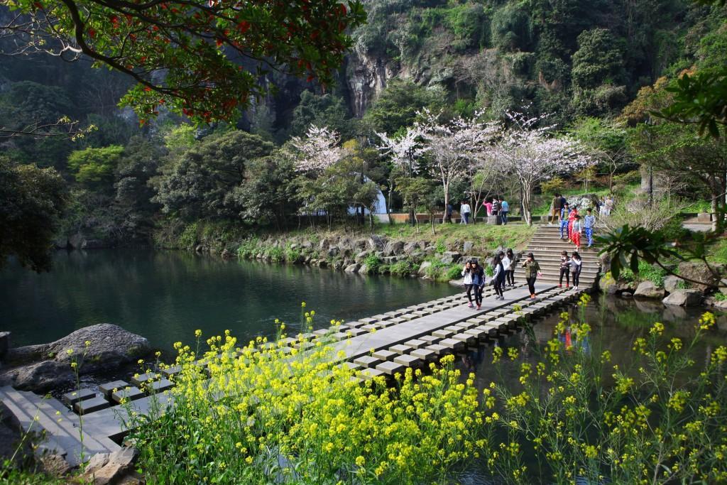 1219001201304002k Cheonjiyeon WaterfallsJeju Island 1024x683 - KOREA POŁUDNIOWA z WYSPĄ JEJU – wyprawa na Festiwal Lampionów w Seulu