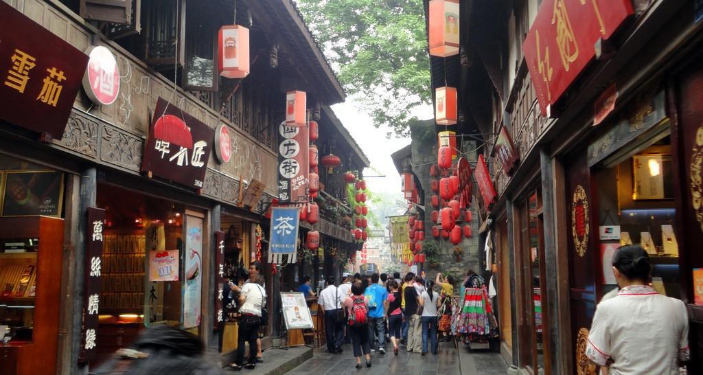 Chengdu Jinli Street1 1 1024x546 - CHINY POŁUDNIOWE: Syczuan – Yunnan: wyprawa na Festiwal Pochodni