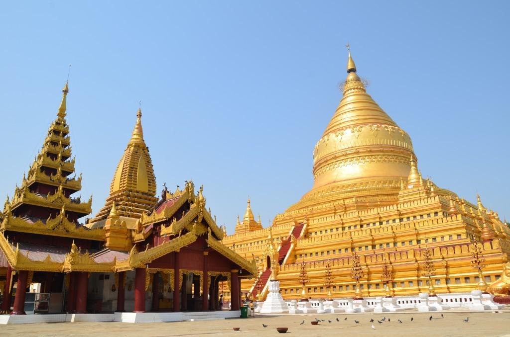 Shwezigon Pagoda 22 1024x678 - BIRMA: wyprawa na Festiwal w pagodzie Phaung Daw Oo