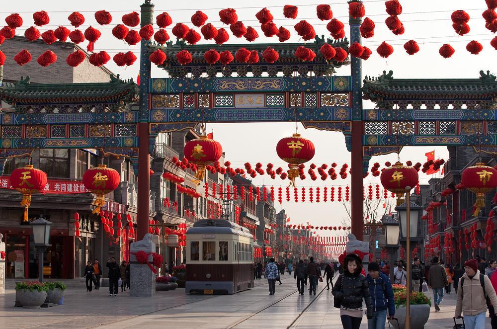 QIANMEN ULICZKA - CHINY: Największe atrakcje Państwa Środka – Góry Tęczowe, rejs po Jangcy, Park Zhangjiajie