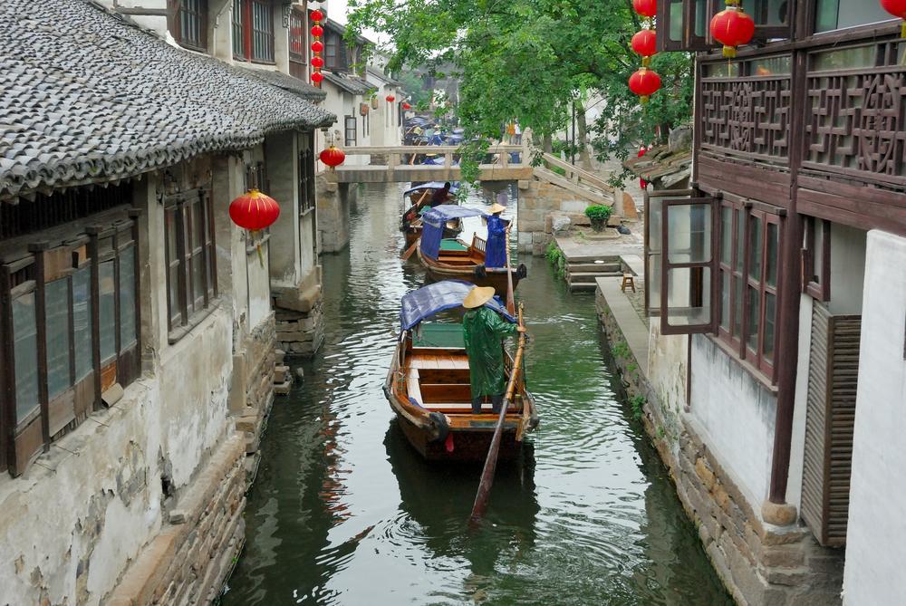 WODNE WIOSKI 2 - CHINY: Największe atrakcje Państwa Środka – Góry Tęczowe, rejs po Jangcy, Park Zhangjiajie