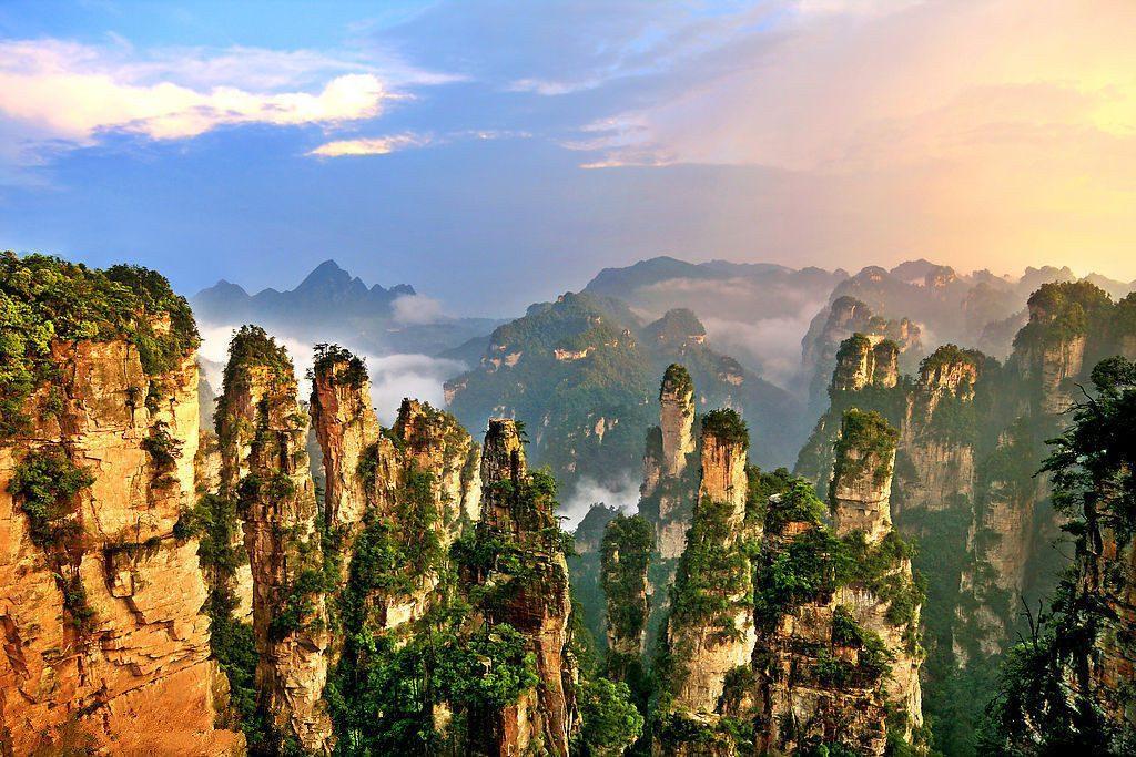 Zhangjiajie1 1024x683 - CHINY: Największe atrakcje Państwa Środka – Góry Tęczowe, rejs po Jangcy, Park Zhangjiajie