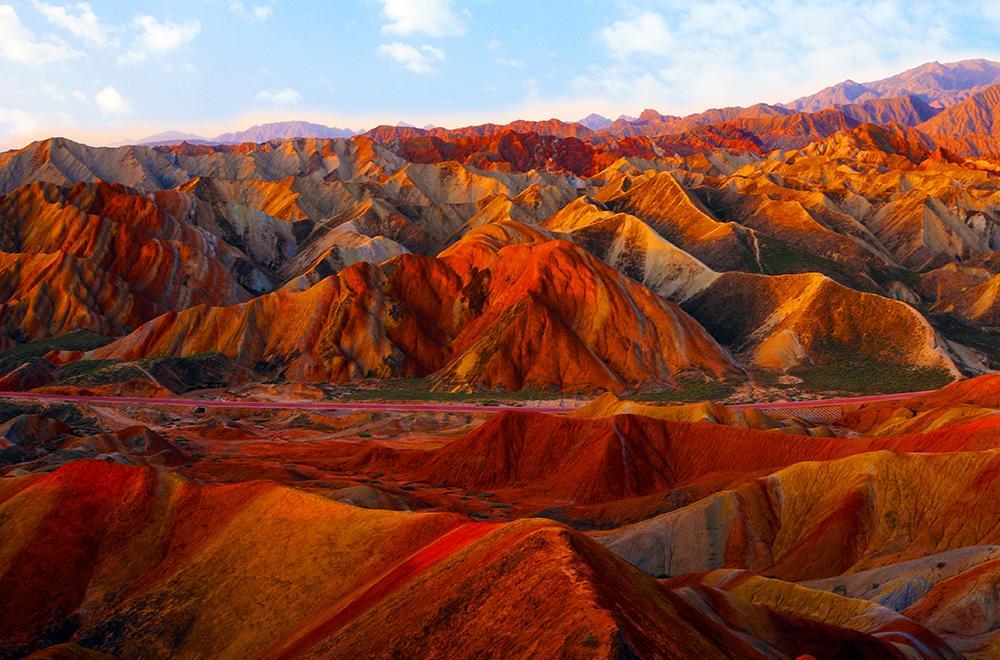 Zhangye Rainbow Mountains Danxia Landform1 - CHINY: Największe atrakcje Państwa Środka – Góry Tęczowe, rejs po Jangcy, Park Zhangjiajie