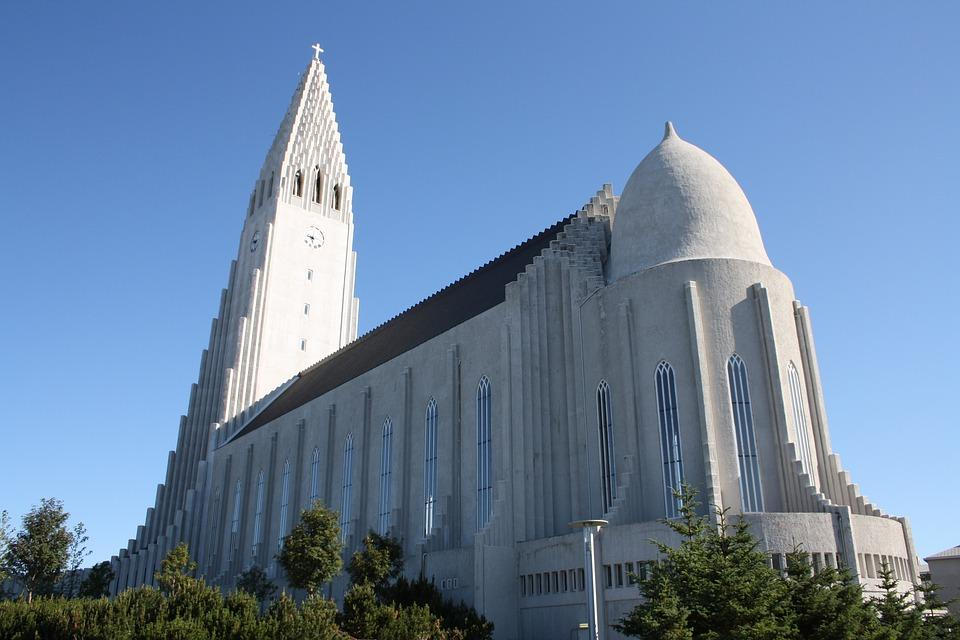 reykjavik 1698578 960 720 - ISLANDIA – zorza polarna, lodowce, gejzery i wodospady - wycieczka