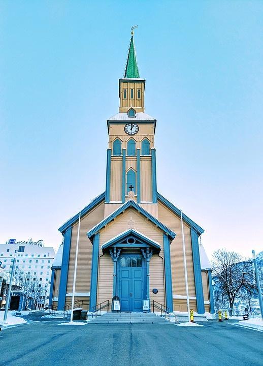 cathedral 4285885 960 720 - NORWEGIA: rejs statkiem do Kirkenes i sylwester w lodowym hotelu