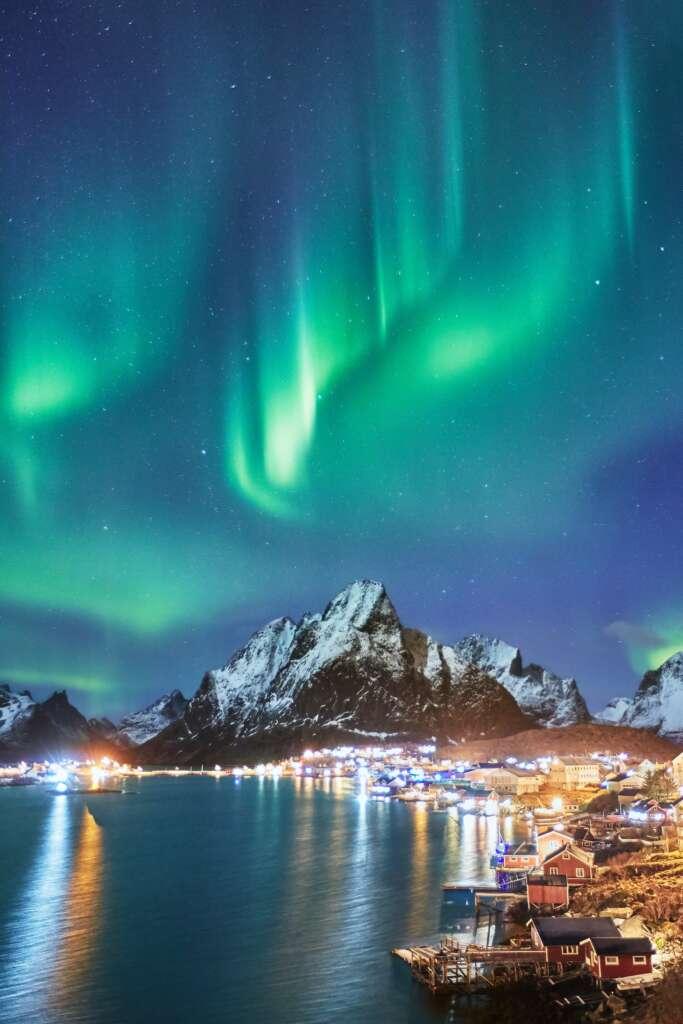 photo 1593378026483 2a1fd46a35bd 683x1024 - NORWEGIA: rejs statkiem do Kirkenes i sylwester w lodowym hotelu