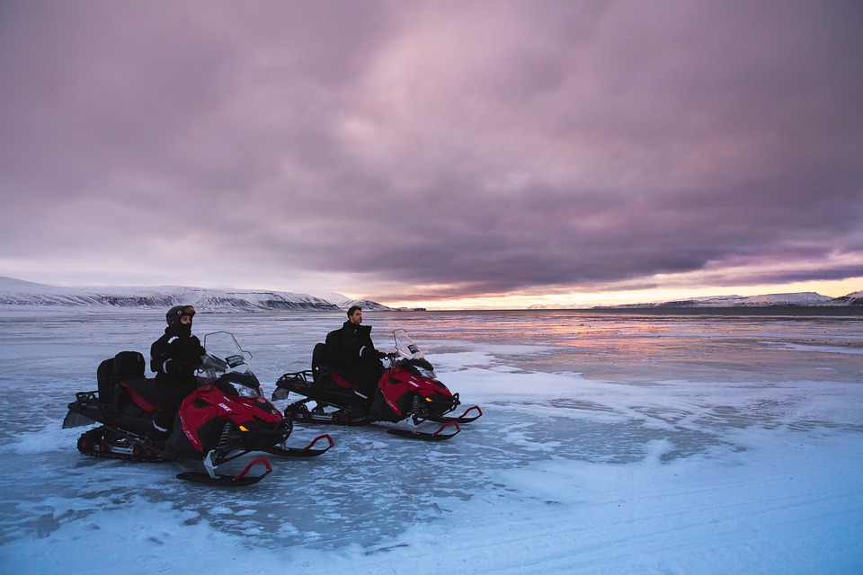 snowmobiles 1240679 960 720 - NORWEGIA: rejs statkiem do Kirkenes i sylwester w lodowym hotelu