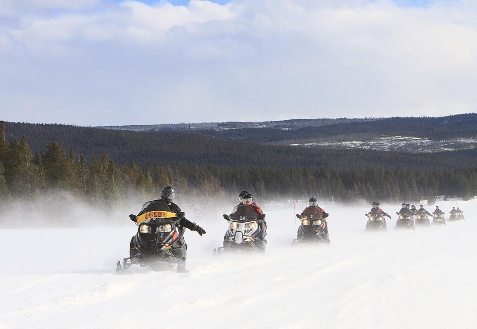 snowmobiles 2108758 960 720 - NORWEGIA: rejs statkiem do Kirkenes i sylwester w lodowym hotelu
