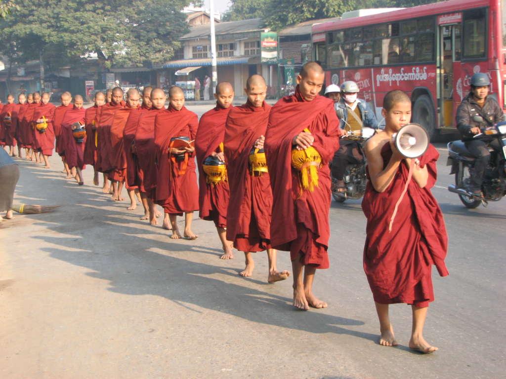 17. 3 1024x768 - BIRMA: wyprawa na Festiwal w pagodzie Phaung Daw Oo