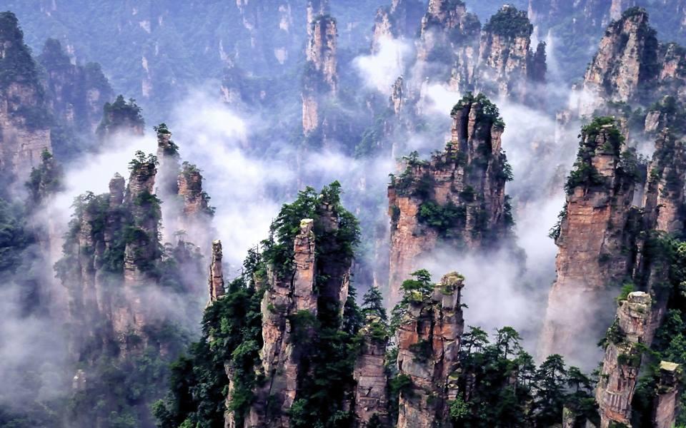 4. - CHINY: Największe atrakcje Państwa Środka – Góry Tęczowe, rejs po Jangcy, Park Zhangjiajie