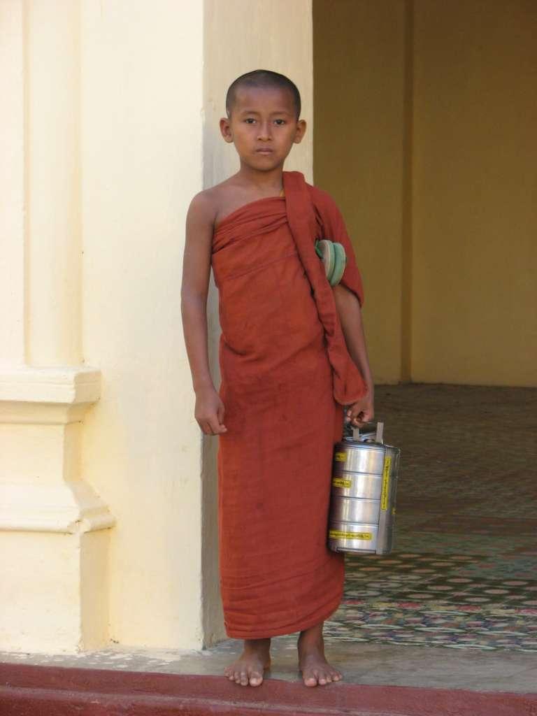 BIRMA 1. 2010 2011 427 768x1024 - BIRMA: wyprawa na Festiwal w pagodzie Phaung Daw Oo