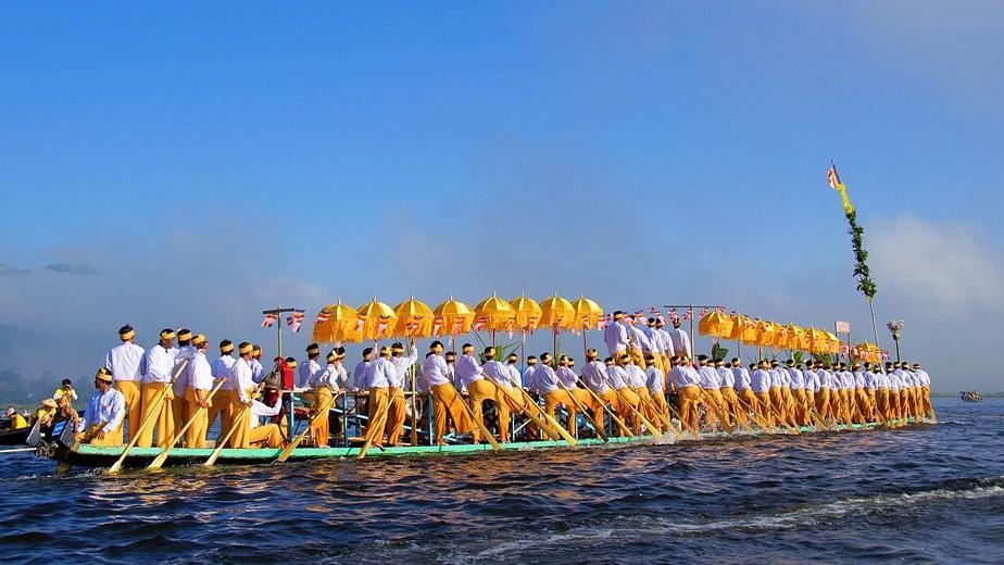 Fotolia 138236304 S - BIRMA: wyprawa na Festiwal w pagodzie Phaung Daw Oo