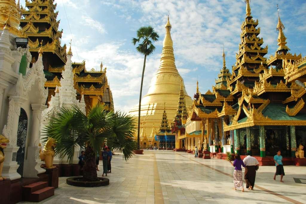 Shwedagon Pagoda Yangon NikonD60 20111010 13 1024x685 - BIRMA: wyprawa na Festiwal w pagodzie Phaung Daw Oo