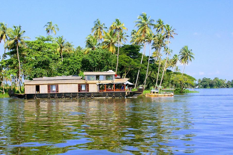 alleppey 2817032 960 720 - INDIE POŁUDNIOWE: Kerala i festiwal Theyyam - wycieczka