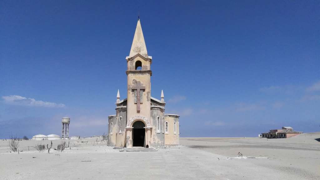 angola church 1024x576 - ANGOLA: wyprawa tropem afrykańskiej mozaiki plemion