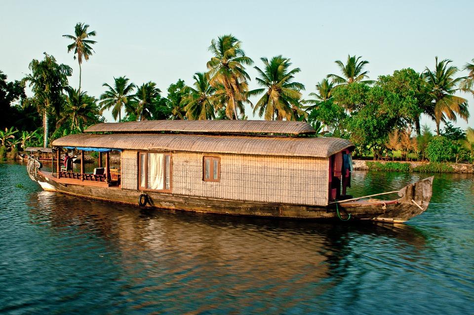 backwaters 2075753 960 720 - INDIE POŁUDNIOWE: Kerala i festiwal Theyyam - wycieczka