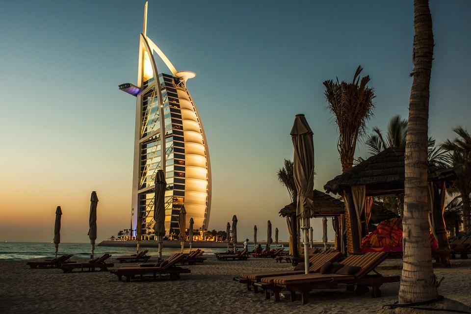 burj al arab 690768 960 720 - PÓŁWYSEP ARABSKI: Emiraty Arabskie – Oman – Kuwejt – Bahrajn – Katar – niezwykła wyprawa