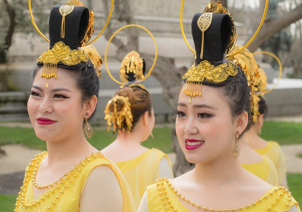 chinese 1213836 960 720 - CHINY: Największe atrakcje Państwa Środka – Góry Tęczowe, rejs po Jangcy, Park Zhangjiajie