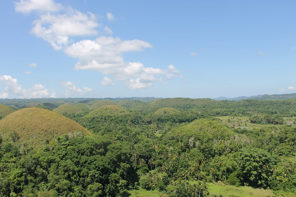 chocolate hills 2692912 960 720 - FILIPINY: Bohol, Cebu, El Nido, Palawan, Manila i tarasy ryżowe Bangaan - wycieczka