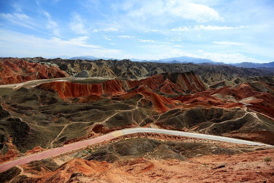 colorful 1787618 960 720 - CHINY: Największe atrakcje Państwa Środka – Góry Tęczowe, rejs po Jangcy, Park Zhangjiajie