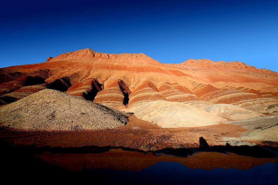 danxia landform 1562852 960 720 - CHINY: Największe atrakcje Państwa Środka – Góry Tęczowe, rejs po Jangcy, Park Zhangjiajie