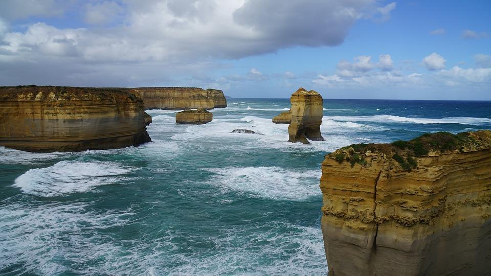 great ocean road 2704135 960 720 - AUSTRALIA z Tasmanią: kangury, psy dingo, diabły tasmańskie i misie koala – wyprawa