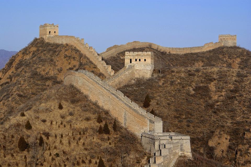 great wall of china 2030311 960 720 - CHINY: Największe atrakcje Państwa Środka – Góry Tęczowe, rejs po Jangcy, Park Zhangjiajie