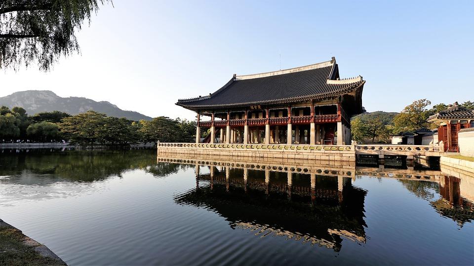 gyeongbok palace 2929520 960 720 - KOREA POŁUDNIOWA z WYSPĄ JEJU – wyprawa na Festiwal Lampionów w Seulu
