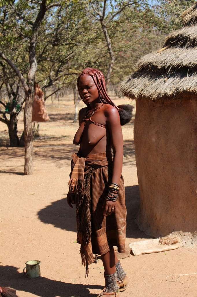 himba2 682x1024 - ANGOLA: wyprawa tropem afrykańskiej mozaiki plemion
