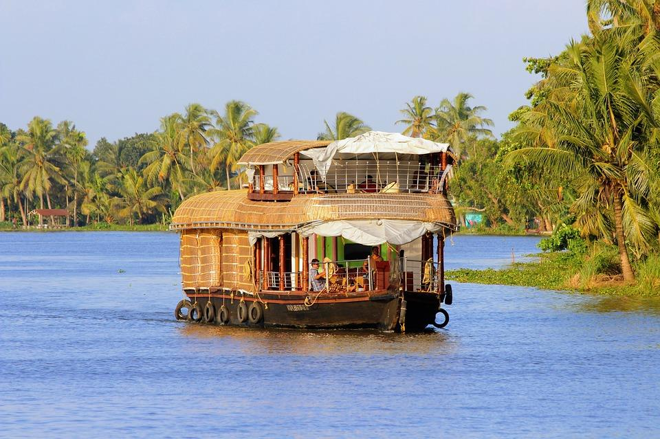 houseboat kerala 2791119 960 720 - INDIE POŁUDNIOWE: Kerala i festiwal Theyyam - wycieczka