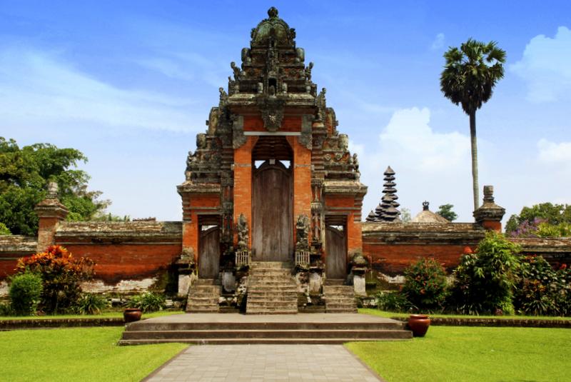 iStock 000015380318Medium - INDONEZJA: Sulawesi – Bali – Sumba: wyprawa na Festiwal Pasola