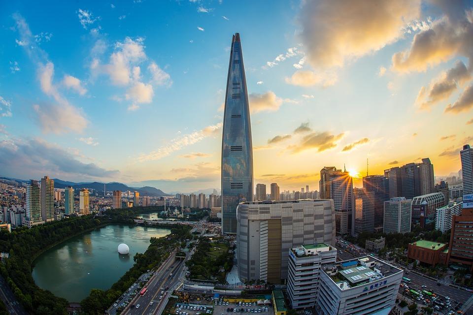 lotte world tower 1791802 960 720 - KOREA POŁUDNIOWA z WYSPĄ JEJU – wyprawa na Festiwal Lampionów w Seulu