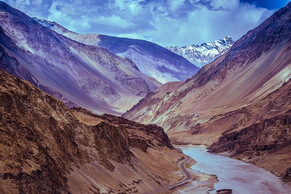 mountains 2691172 960 720 - INDIE - Ladakh – Kaszmir: wyprawa na Festiwal Hemis Tsechu
