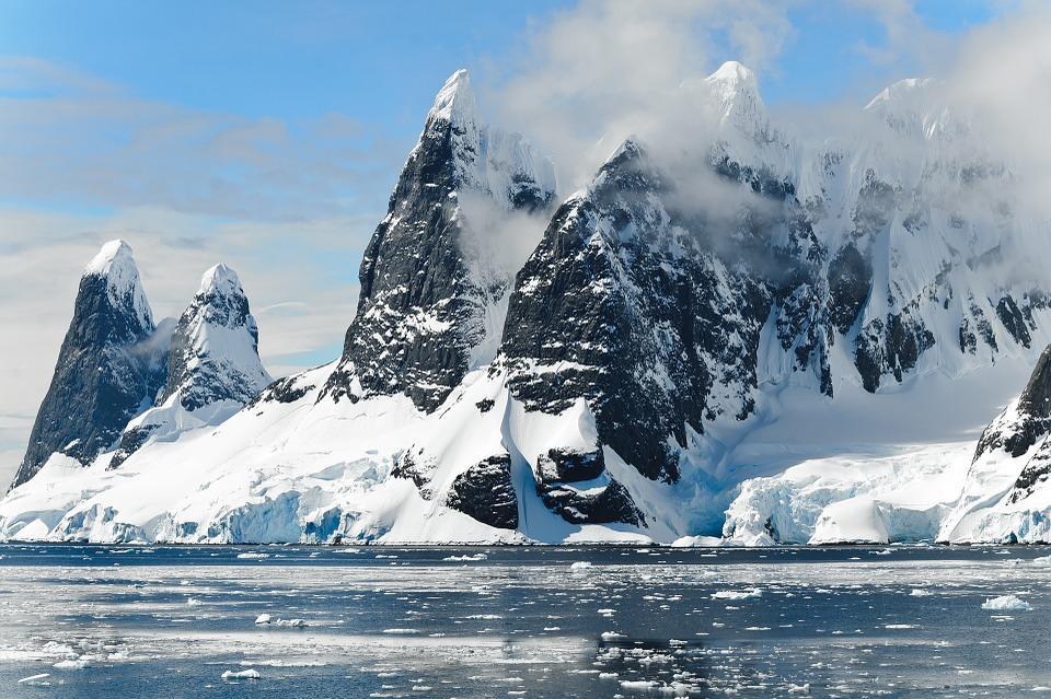 mountains 482689 960 720 - ANTARKTYDA – PODRÓŻ PRZEZ TRZY KONTYNENTY: Rejs z Nowej Zelandii do Argentyny