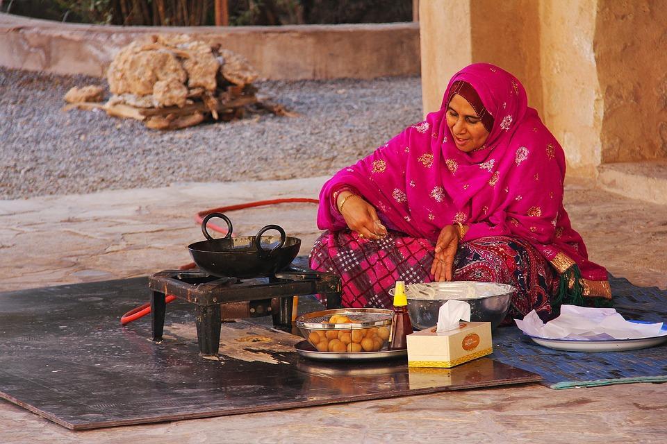 people 3252762 960 720 - PÓŁWYSEP ARABSKI: Emiraty Arabskie – Oman – Kuwejt – Bahrajn – Katar – niezwykła wyprawa