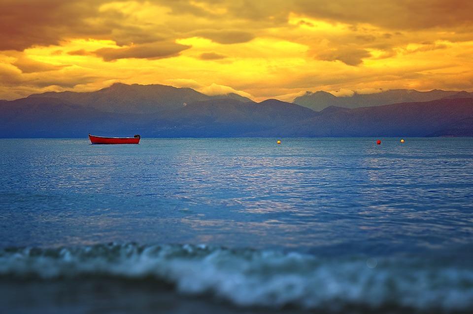 rowboat 2425147 960 720 - WIELKANOC NA KORFU – wyprawa magiczna