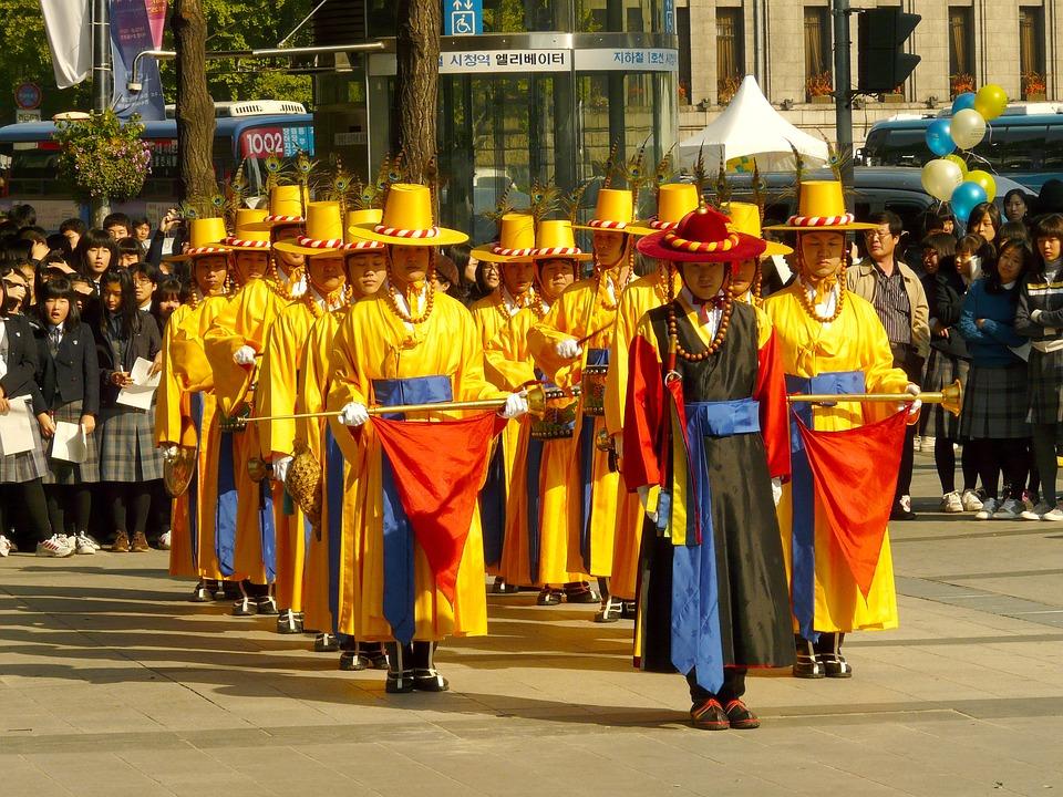 royal guard changing ceremony 219125 960 720 - KOREA POŁUDNIOWA z WYSPĄ JEJU – wyprawa na Festiwal Lampionów w Seulu