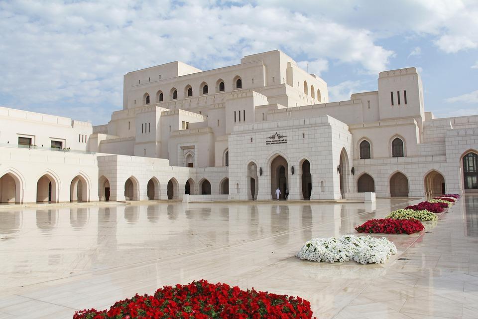 royal opera house 3190332 960 720 - PÓŁWYSEP ARABSKI: Emiraty Arabskie – Oman – Kuwejt – Bahrajn – Katar – niezwykła wyprawa