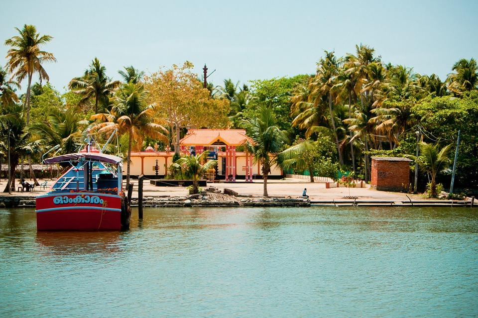 south india 2075411 960 720 - INDIE POŁUDNIOWE: Kerala i festiwal Theyyam - wycieczka